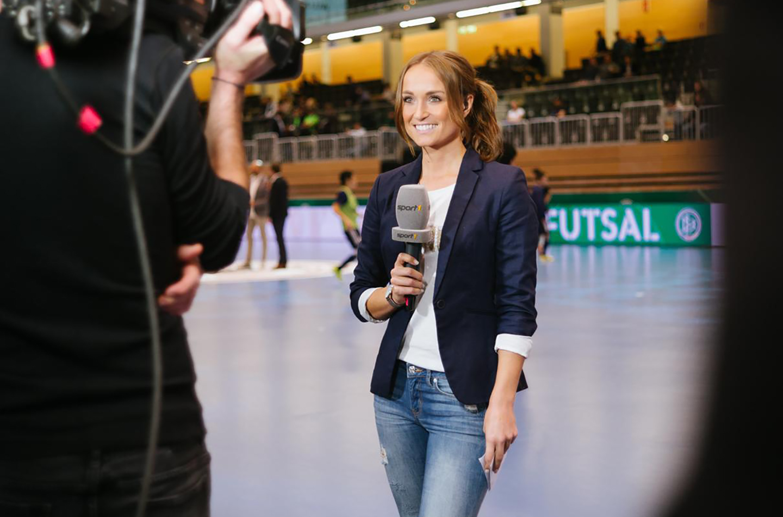 Sportmoderatorin Nele Schenker moderiert für Sport1