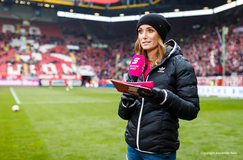 Nele Schenker Sportmoderatorin von Telekom Sport